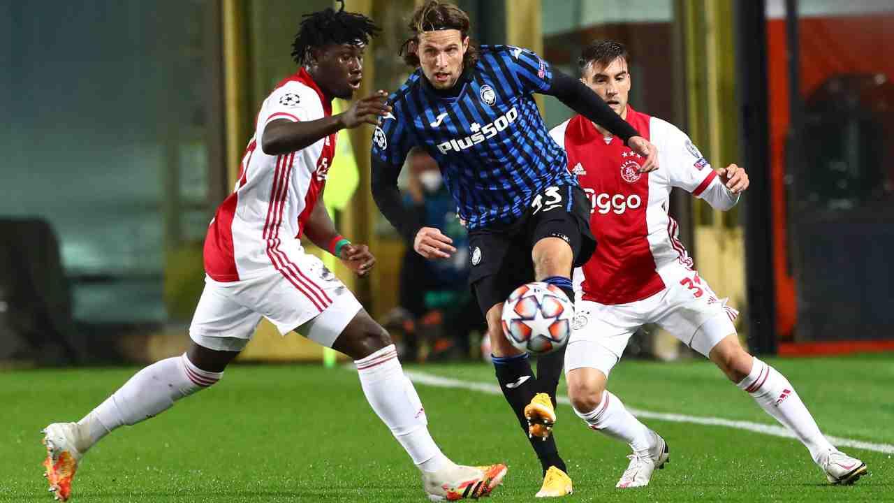 27 ottobre 2020, Atalanta-Ajax: duello Hateboer-Lassina Traore (Foto di Marco Luzzani/Getty Images)