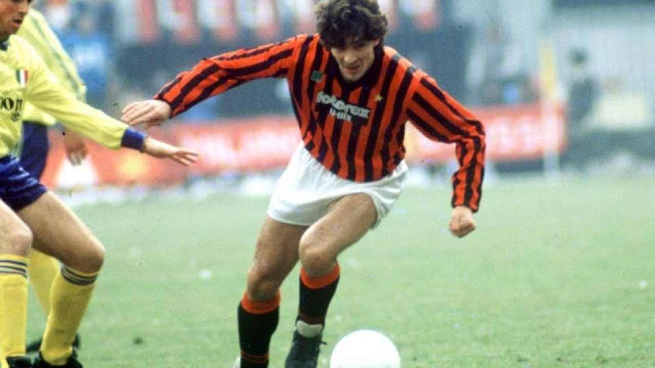 Paolo Rossi con la maglia del Milan nel 1985 (foto © Milan)