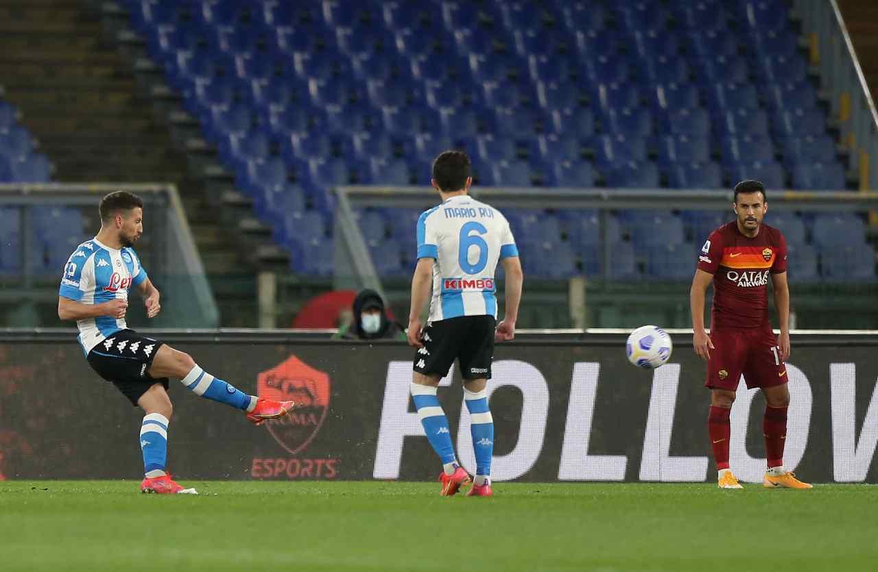 Il gol su punizione di Dries Mertens contro la Roma. Getty Images
