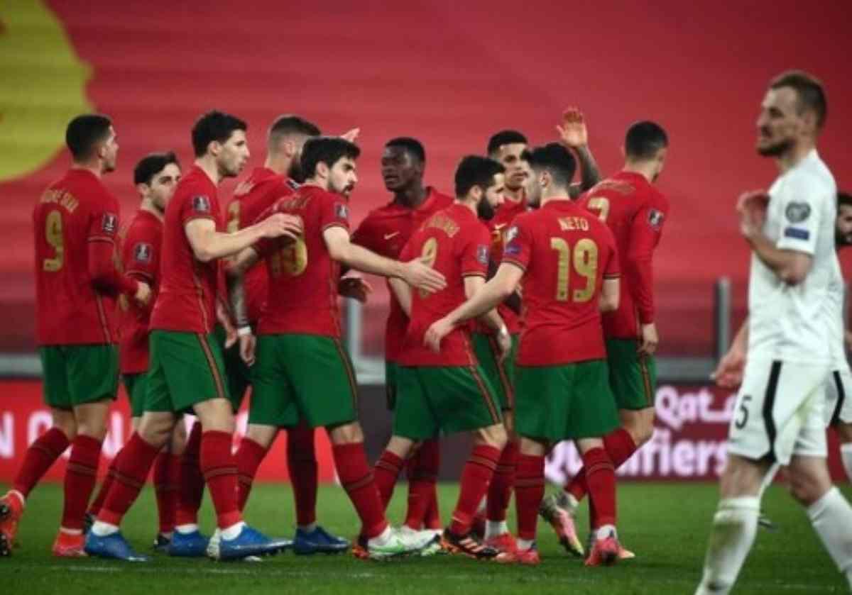 Il Portogallo esulta dopo il primo gol contro l'Azerbaigian