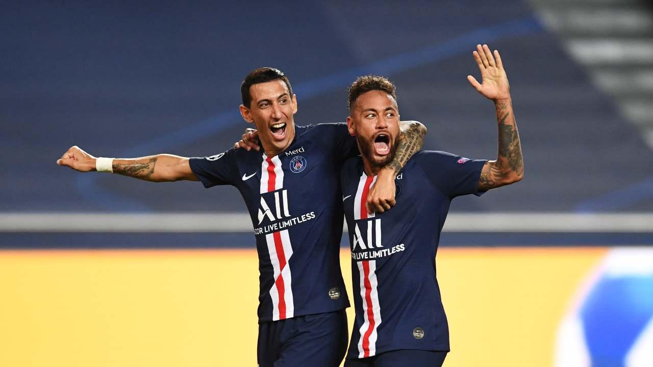Paris Saint Germain, da sinistra: Angel Di Maria e Neymar dopo aver segnato il secondo gol al Lipsia. Semi-finali di Champions League, 18 agosto 2020 (foto di David Ramos/Getty Images)