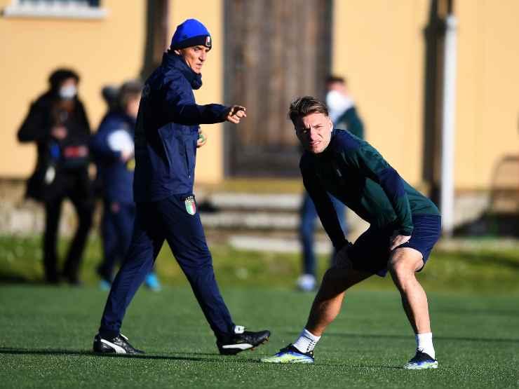 Italia, da sinistra in primo piano: il tecnico Roberto Mancini e l'attaccante Ciro Immobile durante gli allenamenti al Centro Tecnico Federale di Coverciano, 22 marzo 2021 (foto di Claudio Villa/Getty Images).