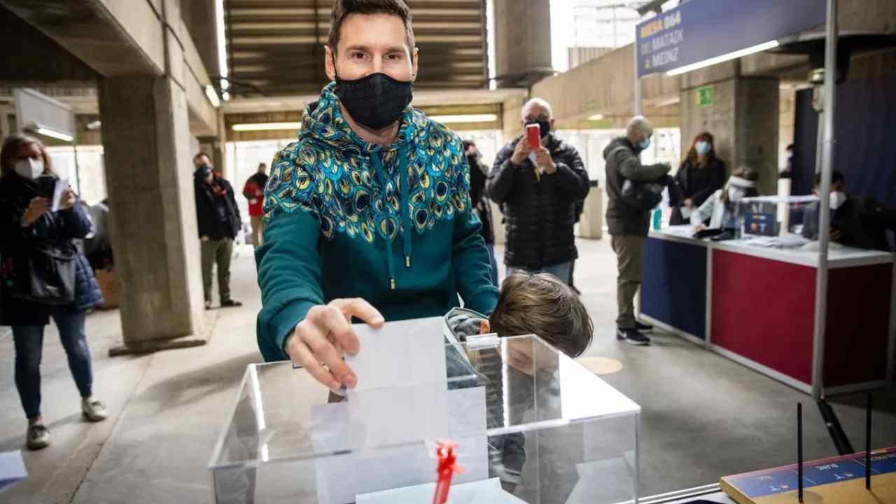 Barcellona, Leo Messi con il figlio alle urne per il voto del nuovo presidente e consiglio di amministrazione (foto © Barcelona)