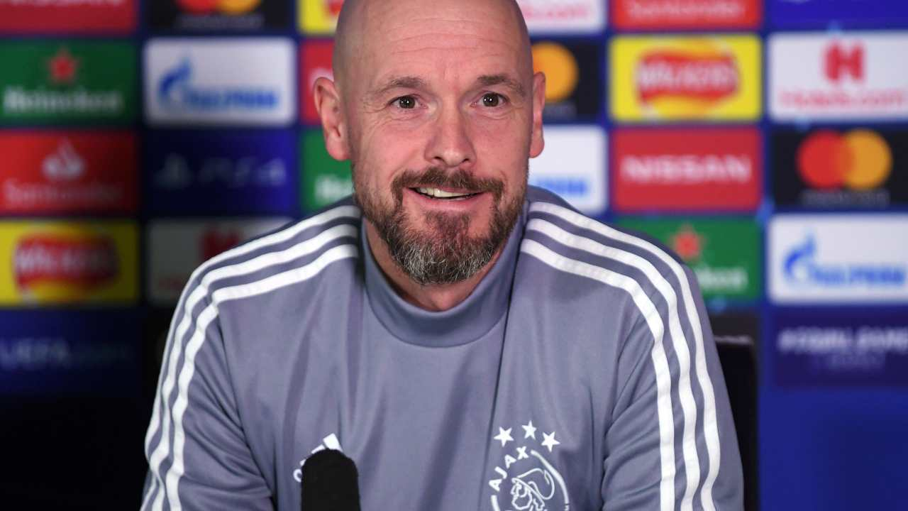 Ajax, l'allenatore Erik ten Hag in conferenza stampa (foto di Mike Hewitt/Getty Images)