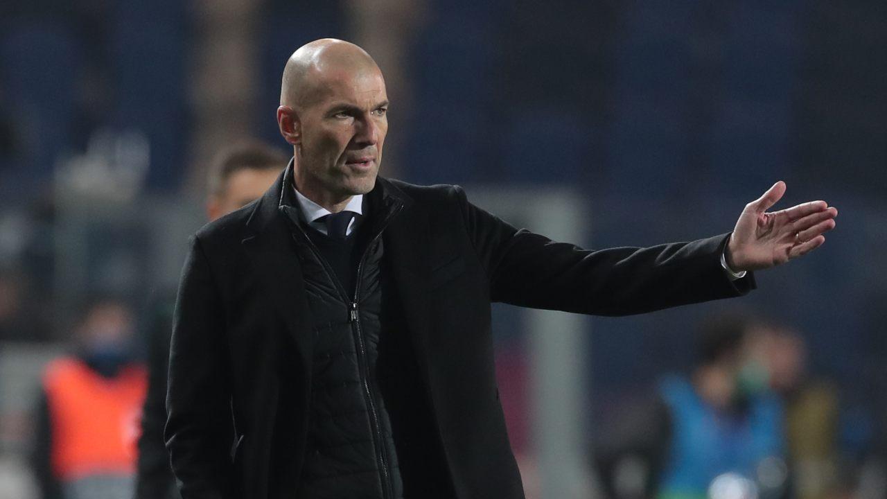 Real Madrid, l'allenatore Zidane a bordocampo durante la partita di Champions League con l'Atalanta del 24 febbraio 2021 (foto di Emilio Andreoli/Getty Images)