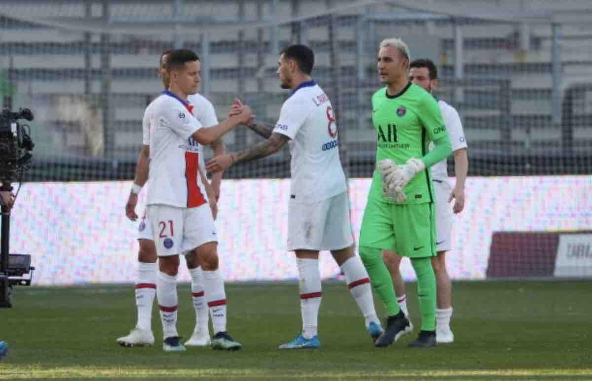 I calciatori del Psg durante la sfida contro il Metz