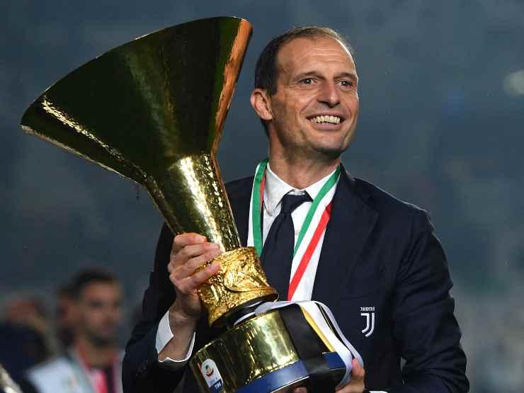 Juventus, l'allenatore Massimiliano Allegri durante la cerimonia di premiazione per lo Scudetto della stagione 2018/19. Serie A, Allianz Stadium di Torino (foto di Tullio M. Puglia/Getty Images).