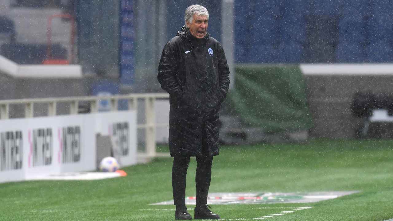 Atalanta, il tecnico Gian Piero Gasperini a bordocampo durante la partita con l'Udinese. Serie A, 3 aprile 2021 (foto di Claudio Villa/Getty Images).