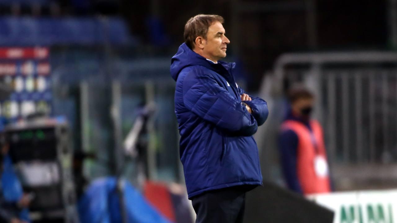 Cagliari, il tecnico Leonardo Semplici a bordocampo durante la gara con il Parma nella Sardegna Arena. Serie A, 17 aprile 2021 (foto di Enrico Locci/Getty Images).