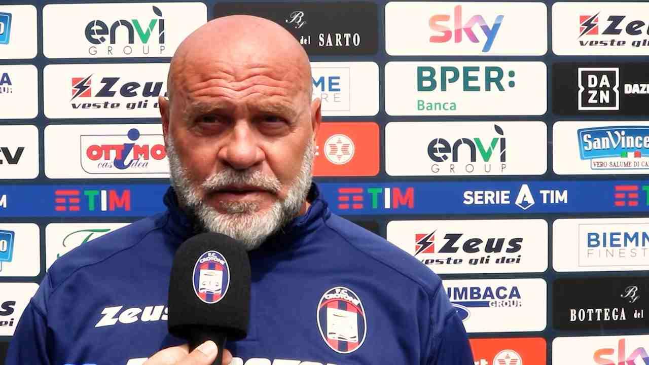 Crotone, l'allenatore Serse Cosmi nella conferenza stampa prima della partita con la Sampdoria. Serie A, 20 aprile 2021 (foto © F.C. Crotone).