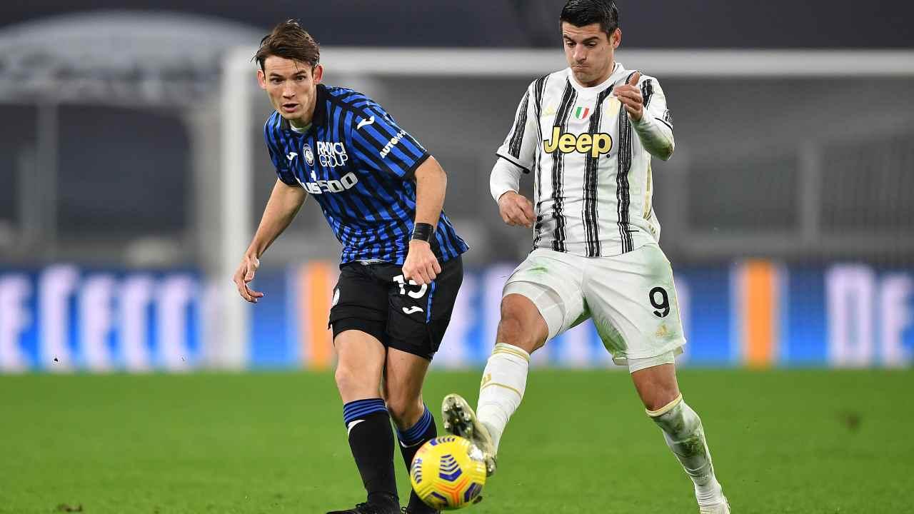 Da sinistra: il centrocampista dell'Atalanta Marten De Roon in marcatura su Alvaro Morata della Juventus. Serie A, Allianz Stadium di Torino, 16 dicembre 2020 (foto di Valerio Pennicino/Getty Images).