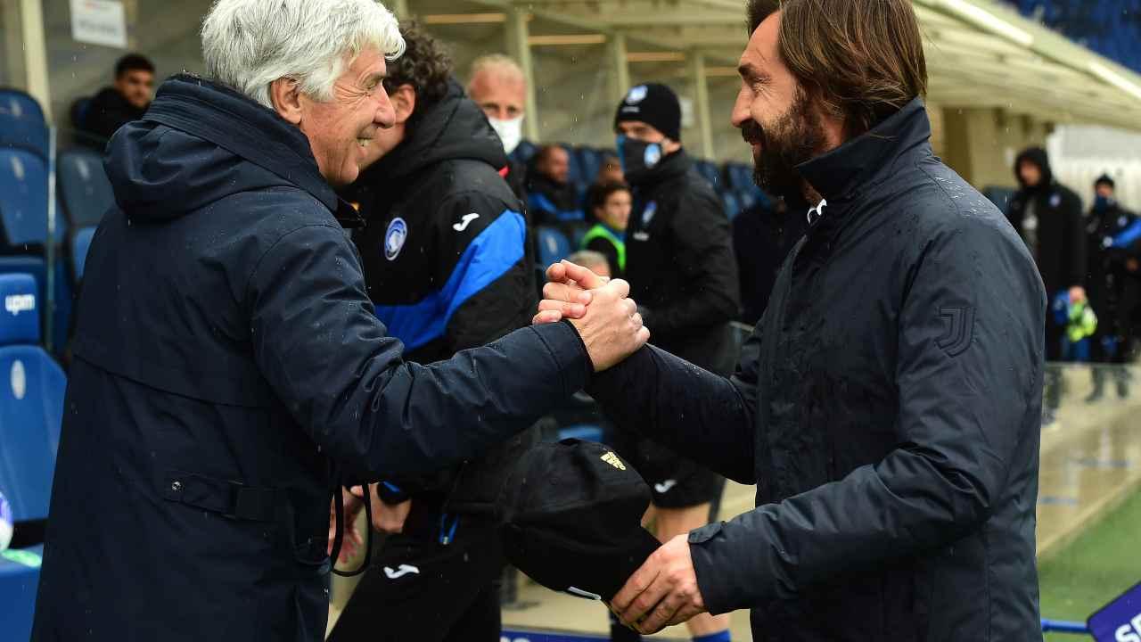 Da sinistra in primo piano: il tecnico dell'Atalanta Gian Piero Gasperini ed il tecnico della Juventus Andrea Pirlo prima della partita nel Gewiss Stadium di Bergamo. Seria A, 18 aprile 2021 (foto di Pier Marco Tacca/Getty Images).