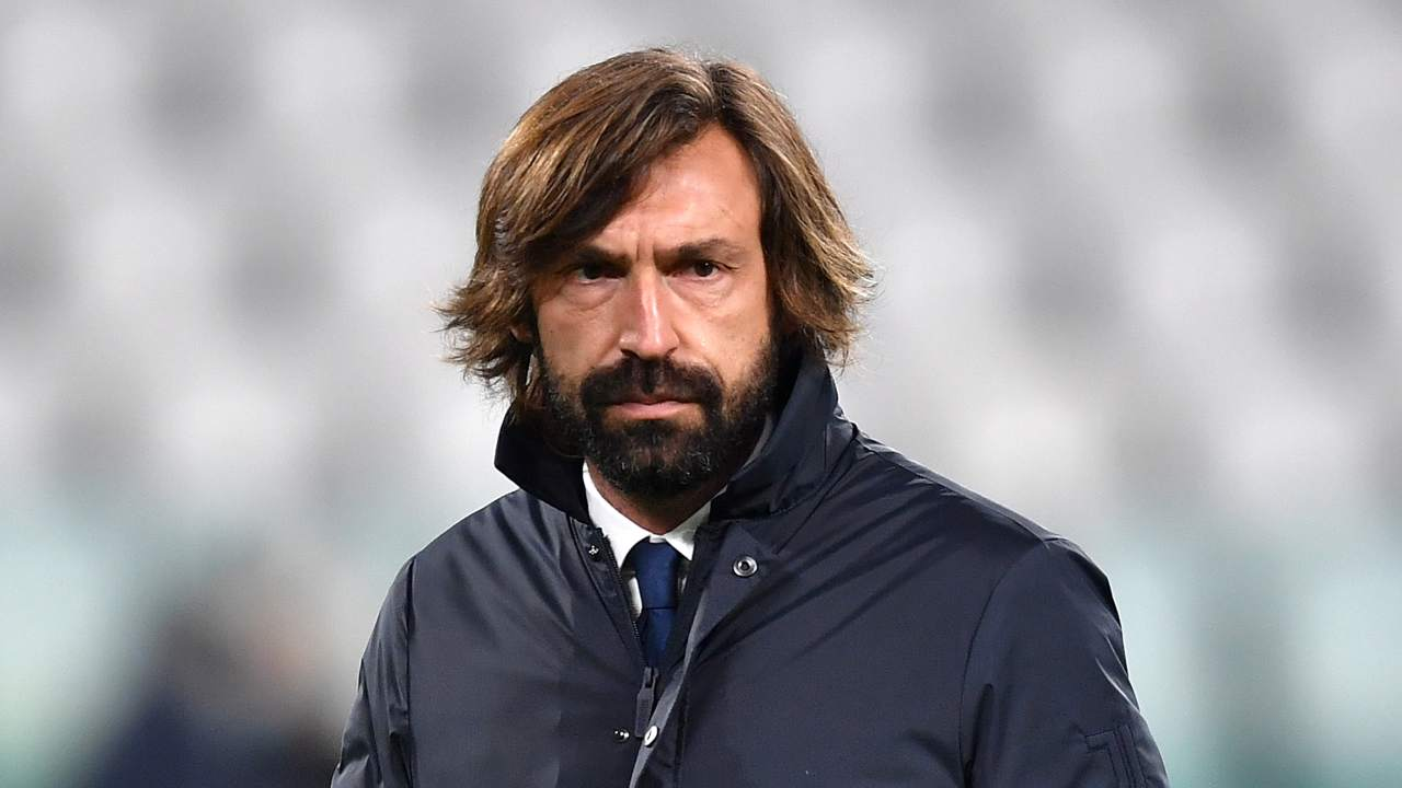 Juventus, l'allenatore Andrea Pirlo nell'Allianz Stadium di Torino prima dell'inizio della partita con l'Atalanta. Serie A, 16 dicembre 2020 (foto di Valerio Pennicino/Getty Images).