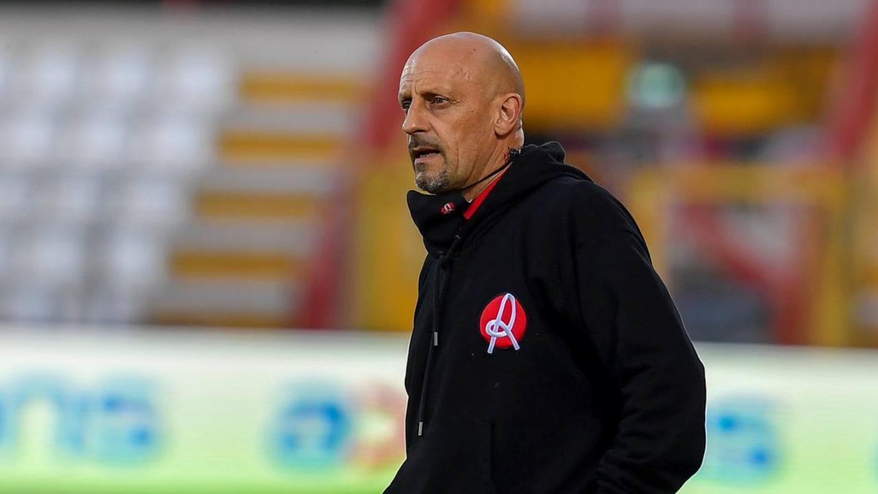 Vicenza, il tecnico Domenico Di Carlo a bordocampo durante la partita con il Cittadella. Serie B, 2 aprile 2021 (foto © L.R. Vicenza).