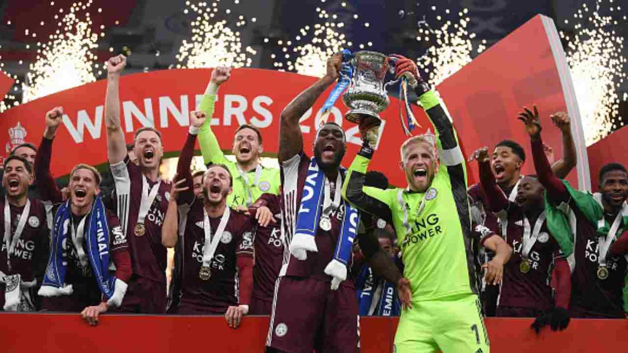 Il Leicester festeggia la vittoria della FA Cup dopo aver battuto 0-1 il Chelsea. 15 maggio 2021 (foto di Michael Regan - The FA/The FA via Getty Images).
