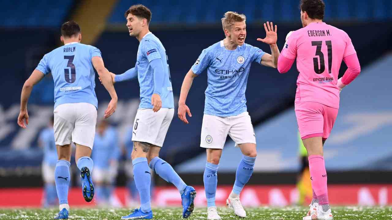Manchester City, da sinistra: Ruben Dias, John Stones, Oleksandr Zinchenko e Ederson Moraes festeggiano la rete dell'1-0 sul PSG. Champions League, 4 maggio 2021 (foto di Laurence Griffiths/Getty Images).
