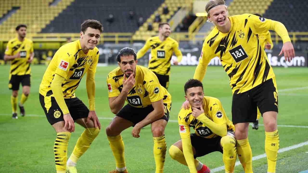 Borussia Dortmund, da sinistra: Gio Reyna, Emre Can, Jadon Sancho e Erling Haaland festeggiano il secondo gol della squadra. Bundesliga, partita con l'Arminia Bielefeld, 27 febbraio 2021 (foto di Friedemann Vogel - Pool/Getty Images).