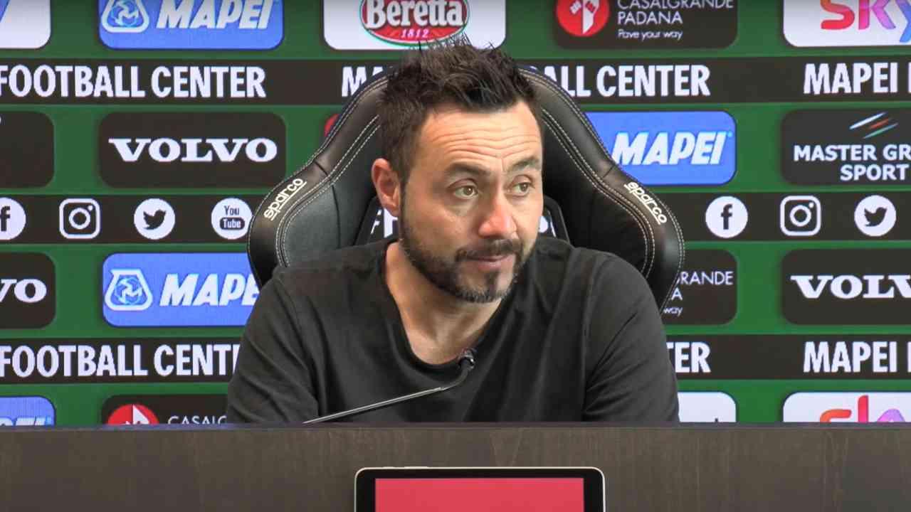 Sassuolo, il tecnico Roberto De Zerbi nella conferenza stampa di presentazione della gara con l'Atalanta. Serie A, 1 maggio 2021 (foto © U.S. Sassuolo Calcio).